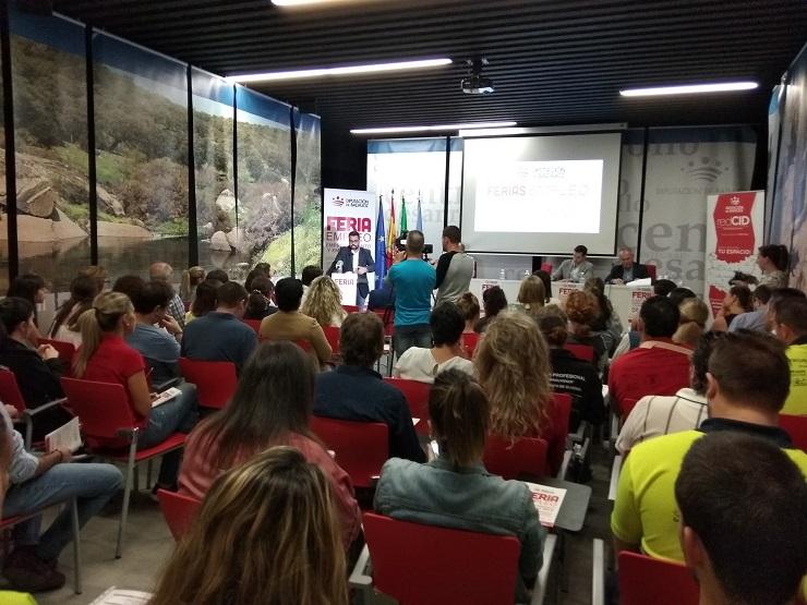 El CID Comarca de Olivenza acoge a más de 200 personas en la Feria de Empleo Emprendimiento y Empresa 2018.